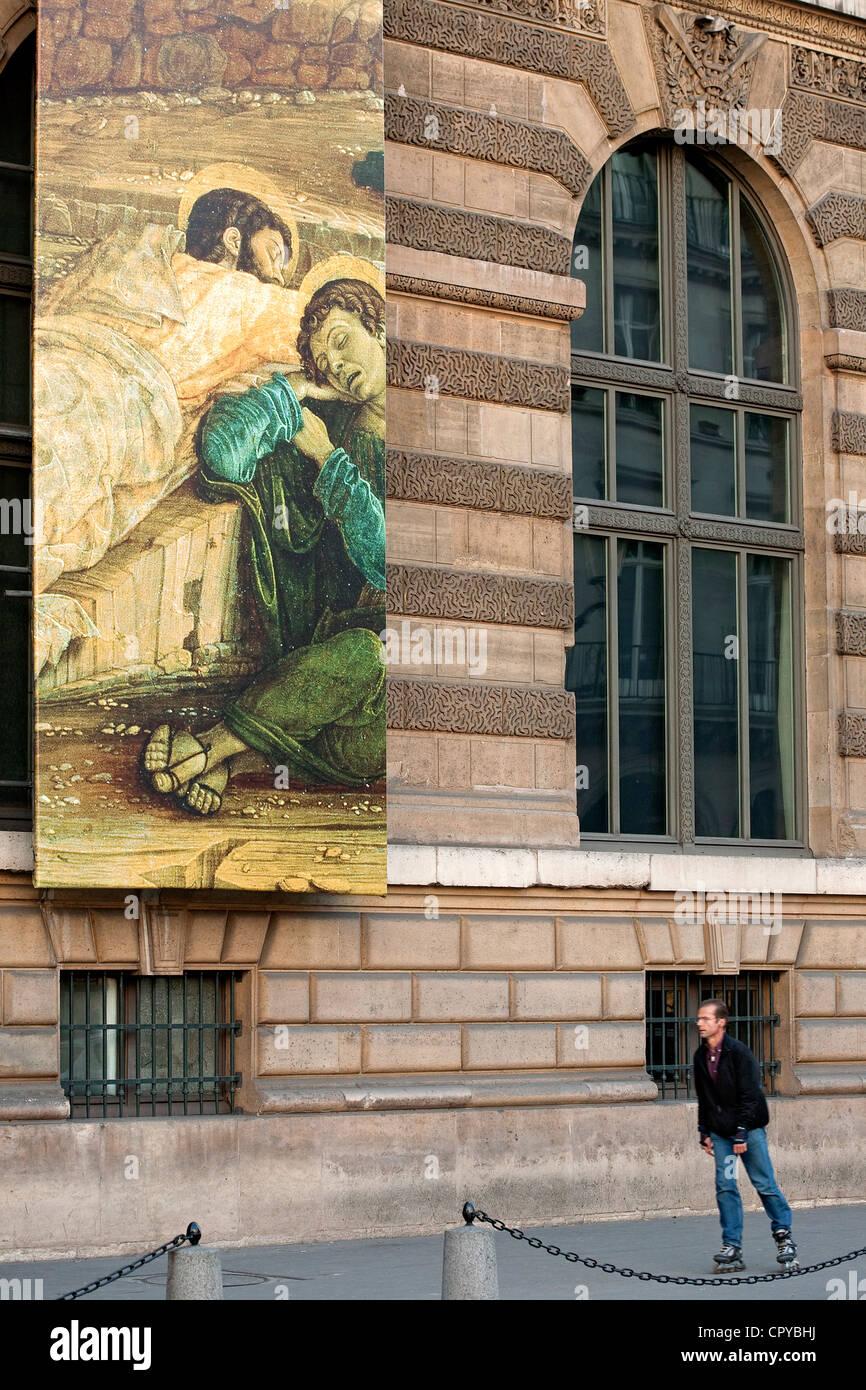 France, Paris, Place du Palais Royal, facade of Louvre Museum, man rollerblading - Stock Image