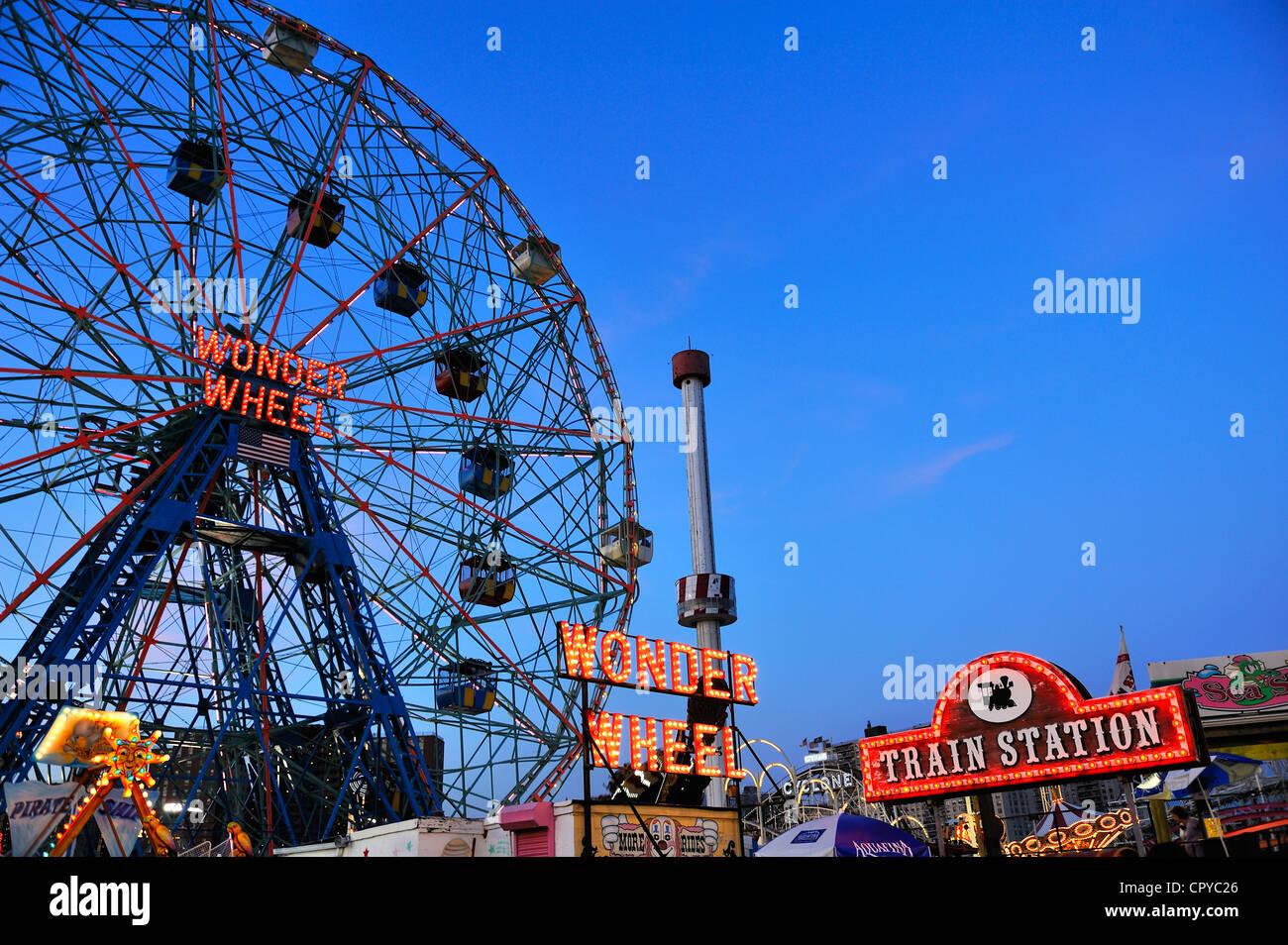 Wonder Wheel at Coney Island Amusement Park - Stock Image