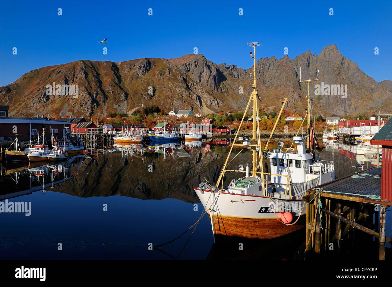 Norway, Nordland County, Lofoten Islands, Vestvagoy Island, Ballstad fishing harbour - Stock Image