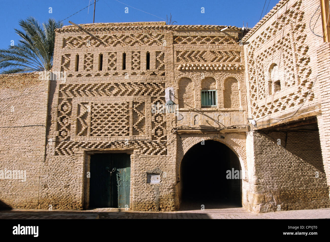 Tunisia, Tozeur Governorate, Tozeur, the Medina, bricks houses decorated of juxtapositions of geometric motif - Stock Image