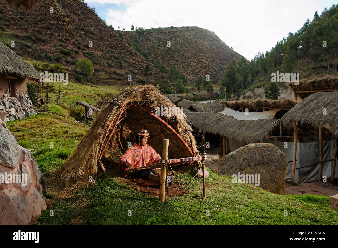 Peru, Cuzco Province, Cuzco, weaving workshop in an amerindian community - Stock Image