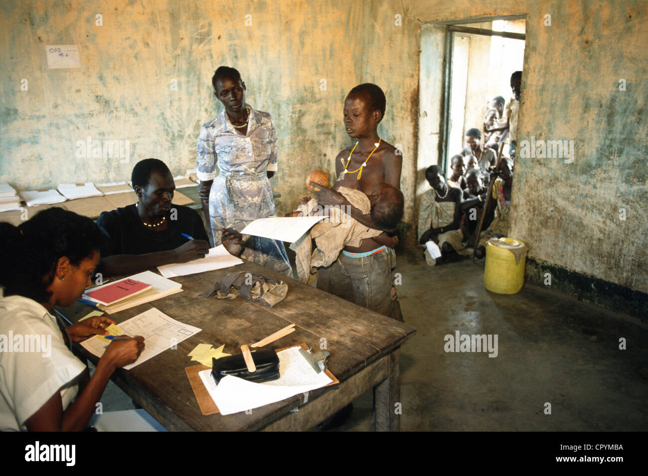 A rudimentary medical centre set up at the Thiet feeding camp in Southern Sudan. - Stock Image