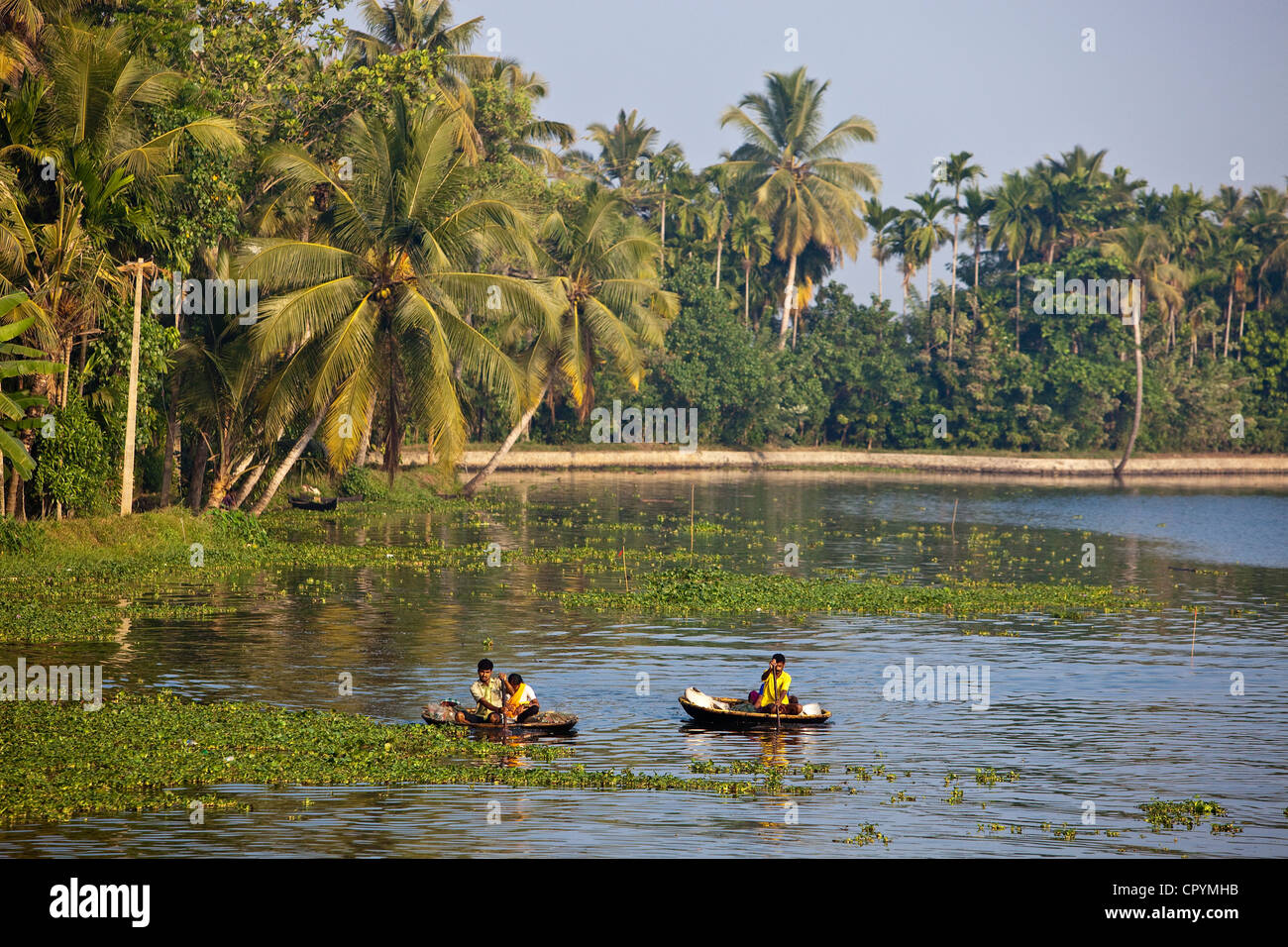 India, Kerala State, Allepey, the backwaters, daily life along the canals in the morning - Stock Image