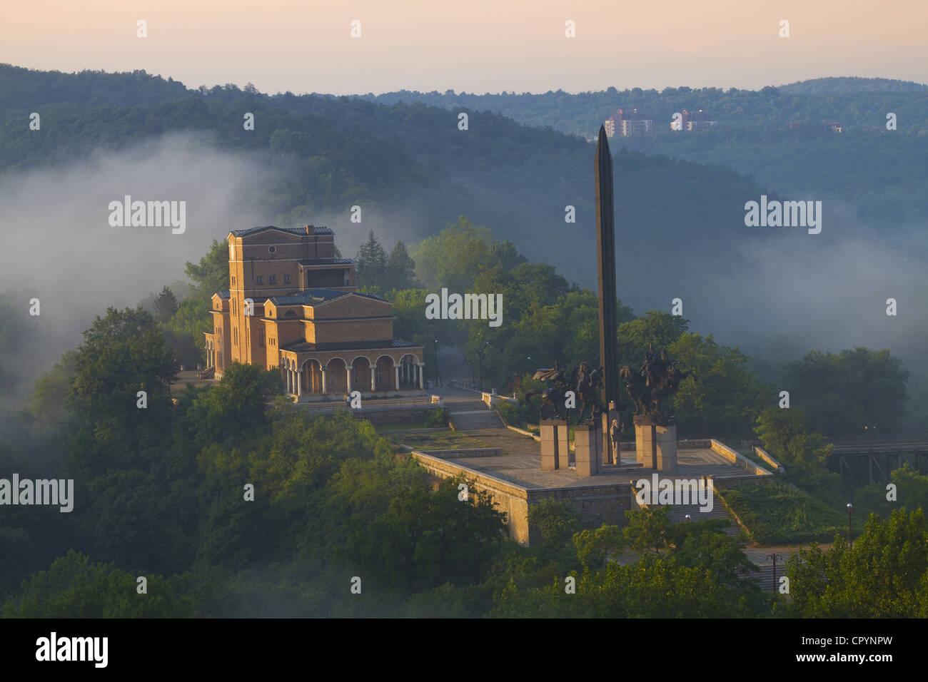 Art Gallery and Asenid Monument, memorial statue of the Assen Brothers, Asenovtsi Park, Veliko Tarnovo, Bulgaria, - Stock Image