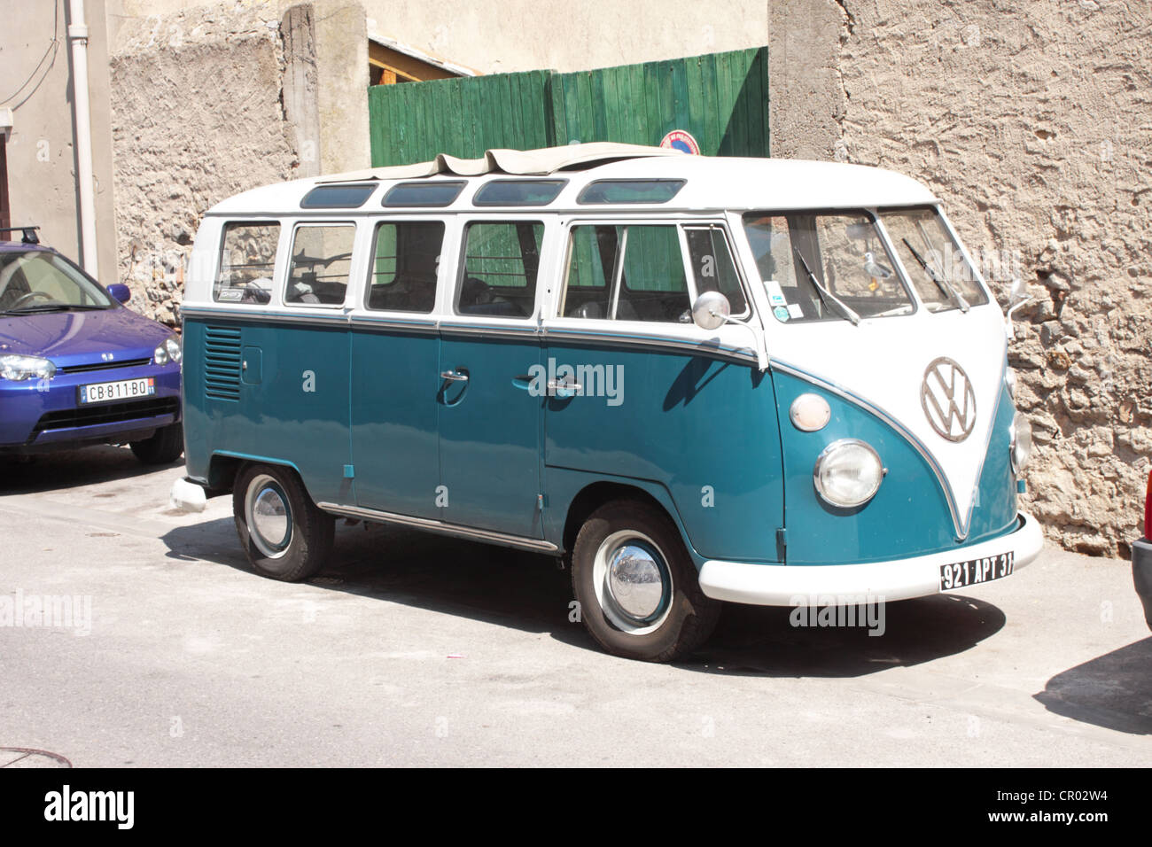 Split screen VW Type 2 camper van or minibus - Stock Image