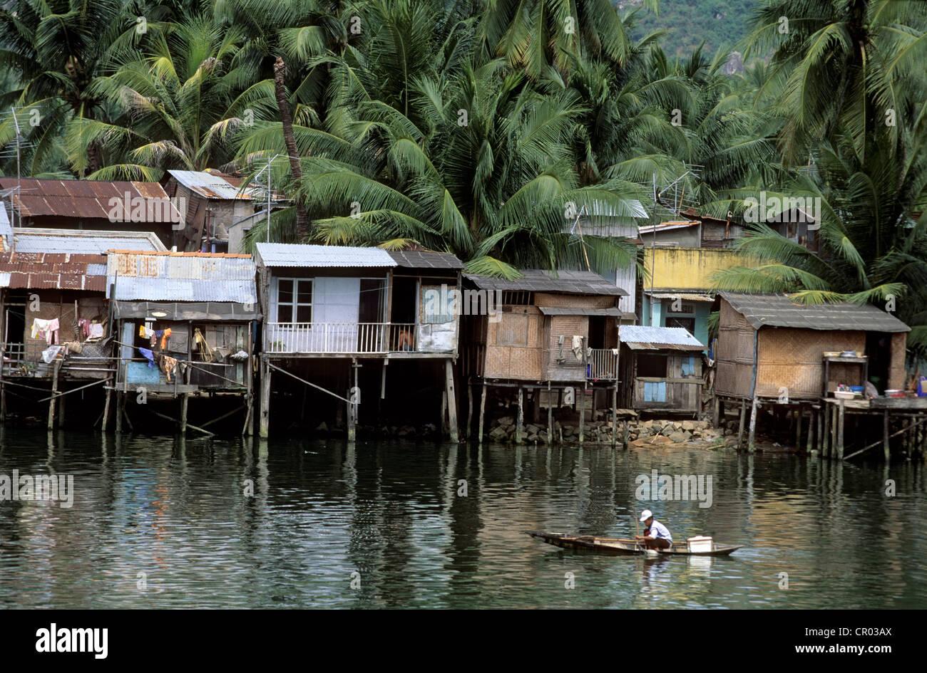 Vietnam, Khanh Hoa Province, Nha Trang, fishermen village on stilts - Stock Image