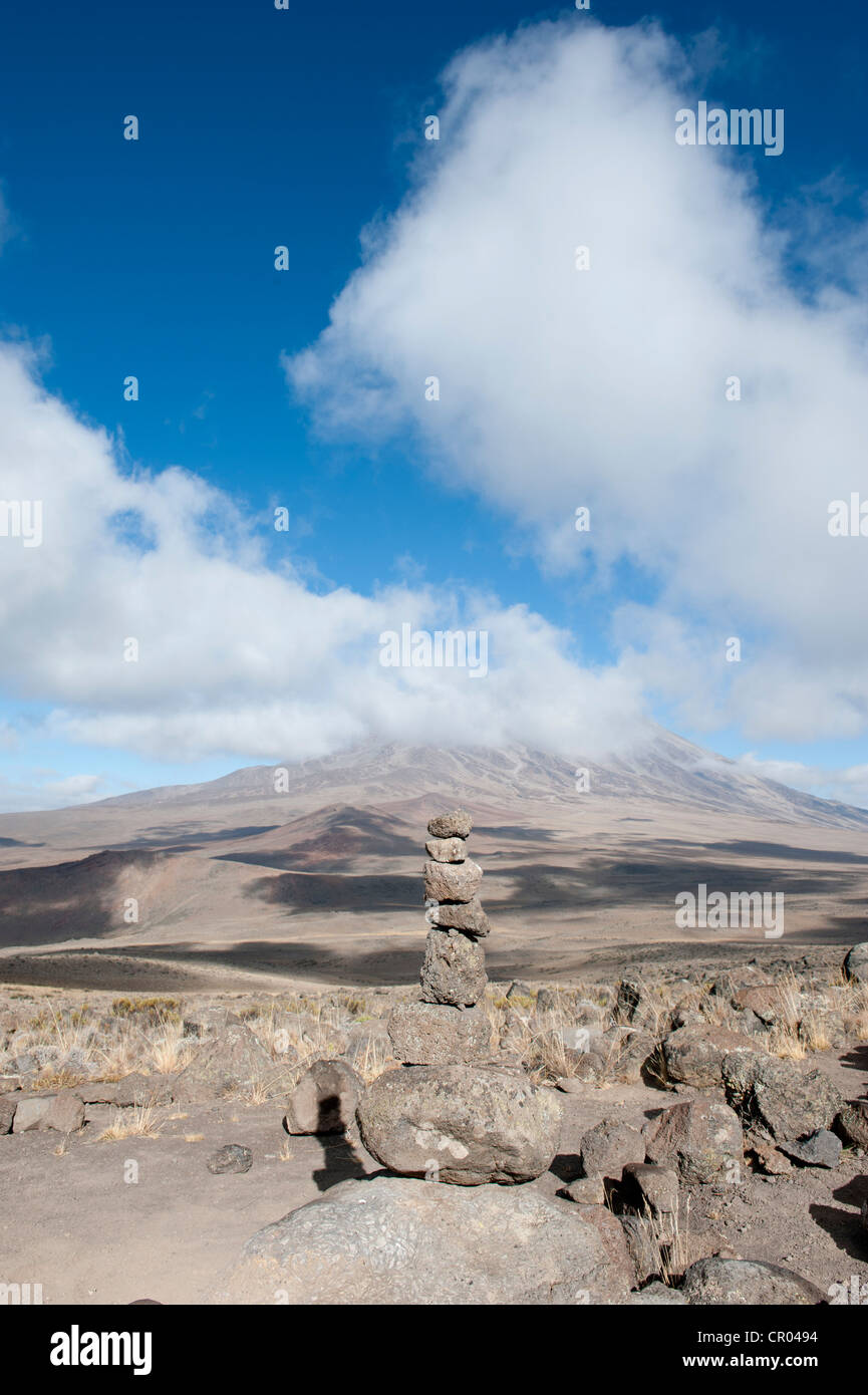 Cairn, view from East Lava Hill across the Kibo Saddle to the summit of Mt Kilimanjaro covered in clouds, Marangu - Stock Image