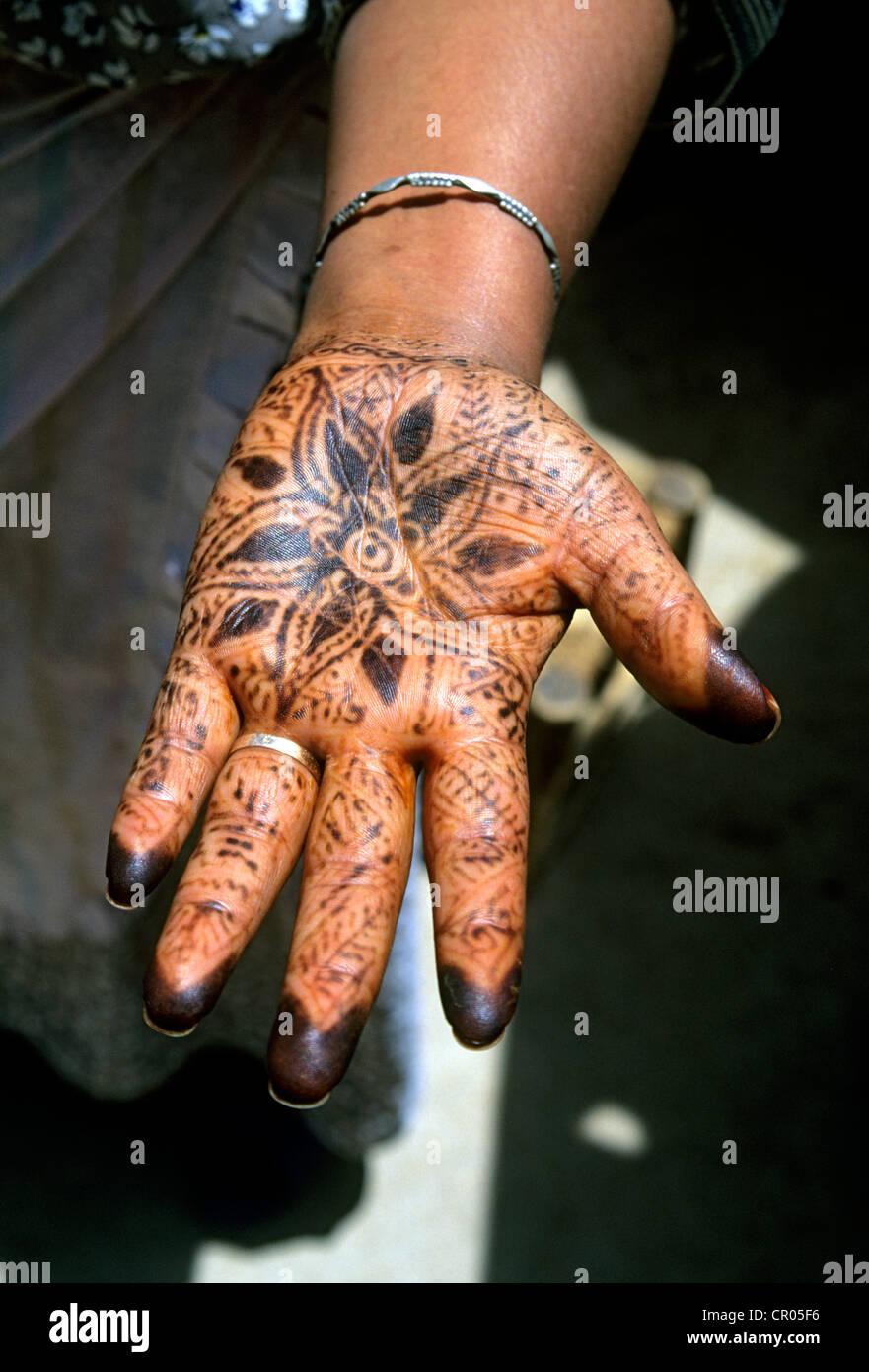 Morocco, High Atlas, Marrakesh, woman's hand with henna - Stock Image
