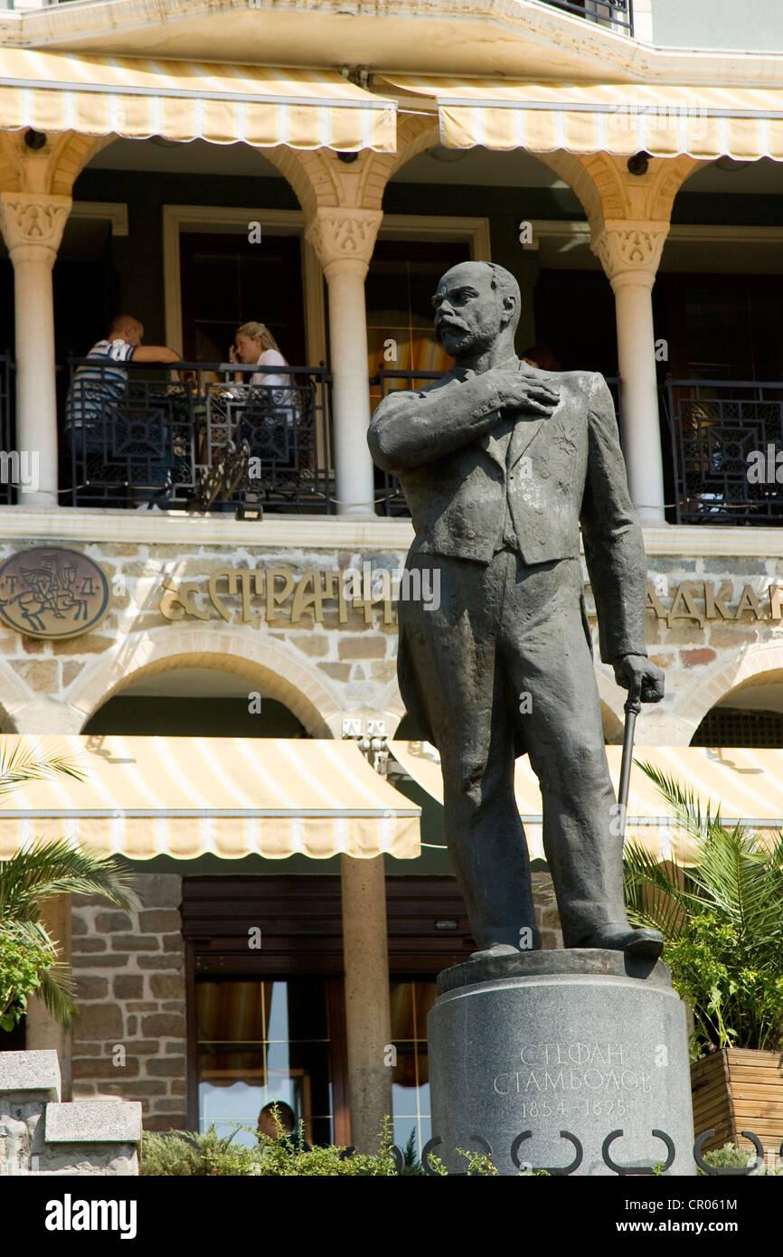 Bulgaria, Veliko Tarnovo, a restaurant and the statue of Stefan Stambonov, statesman Stock Photo