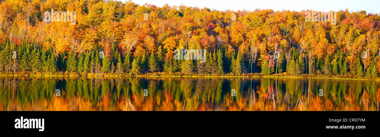 Autumn panorama, lake, South Bolton, Quebec, Canada - Stock Image