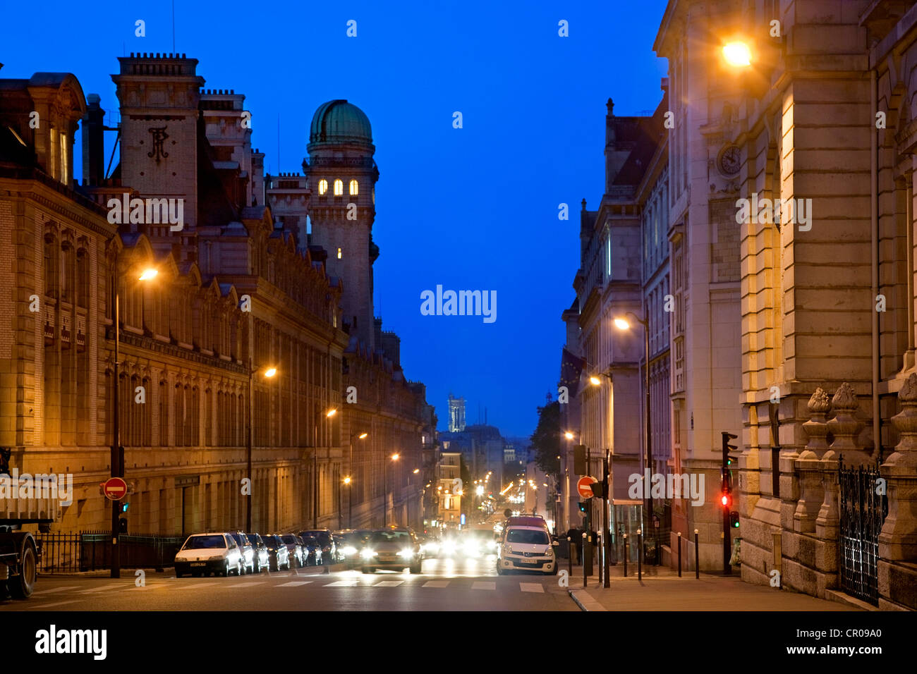 France, Paris, Rue Saint Jacques at the crossroad with the Rue Soufflot - Stock Image