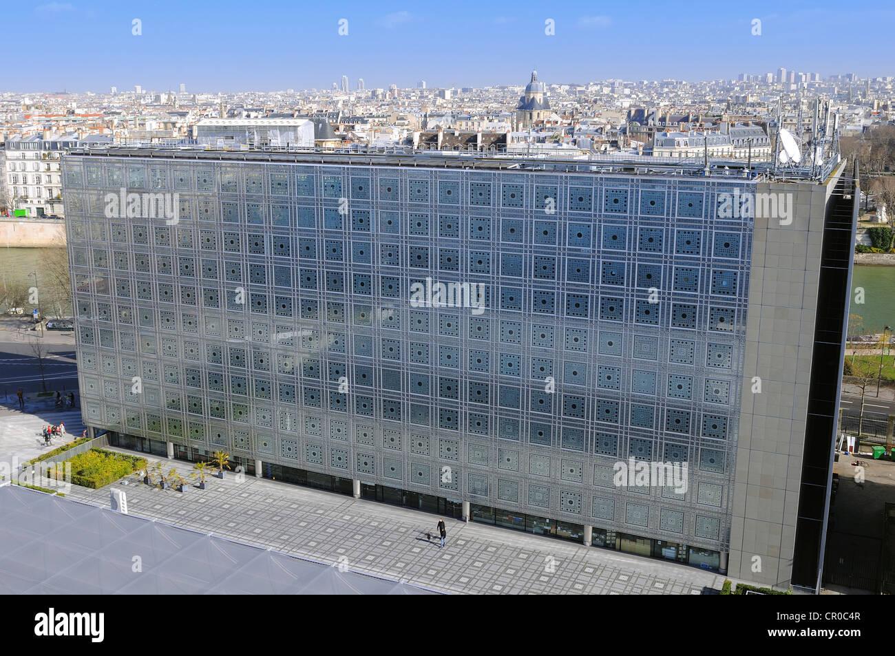 France, Paris, Institut du Monde Arabe (Arab World Institute) by architect Jean Nouvel and architecture-studio - Stock Image