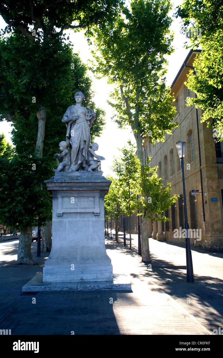 France, Bouches du Rhone, Aix en Provence, Cours Mirabeau, Statue - Stock Image