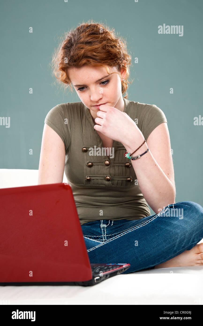 Girl using a laptop - Stock Image