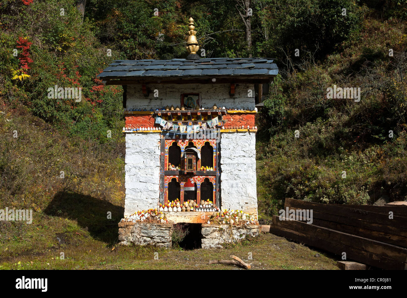 Small shelter for a Buddhist prayer wheel at the entrance to Dochula Pass, Bhutan, South Asia - Stock Image