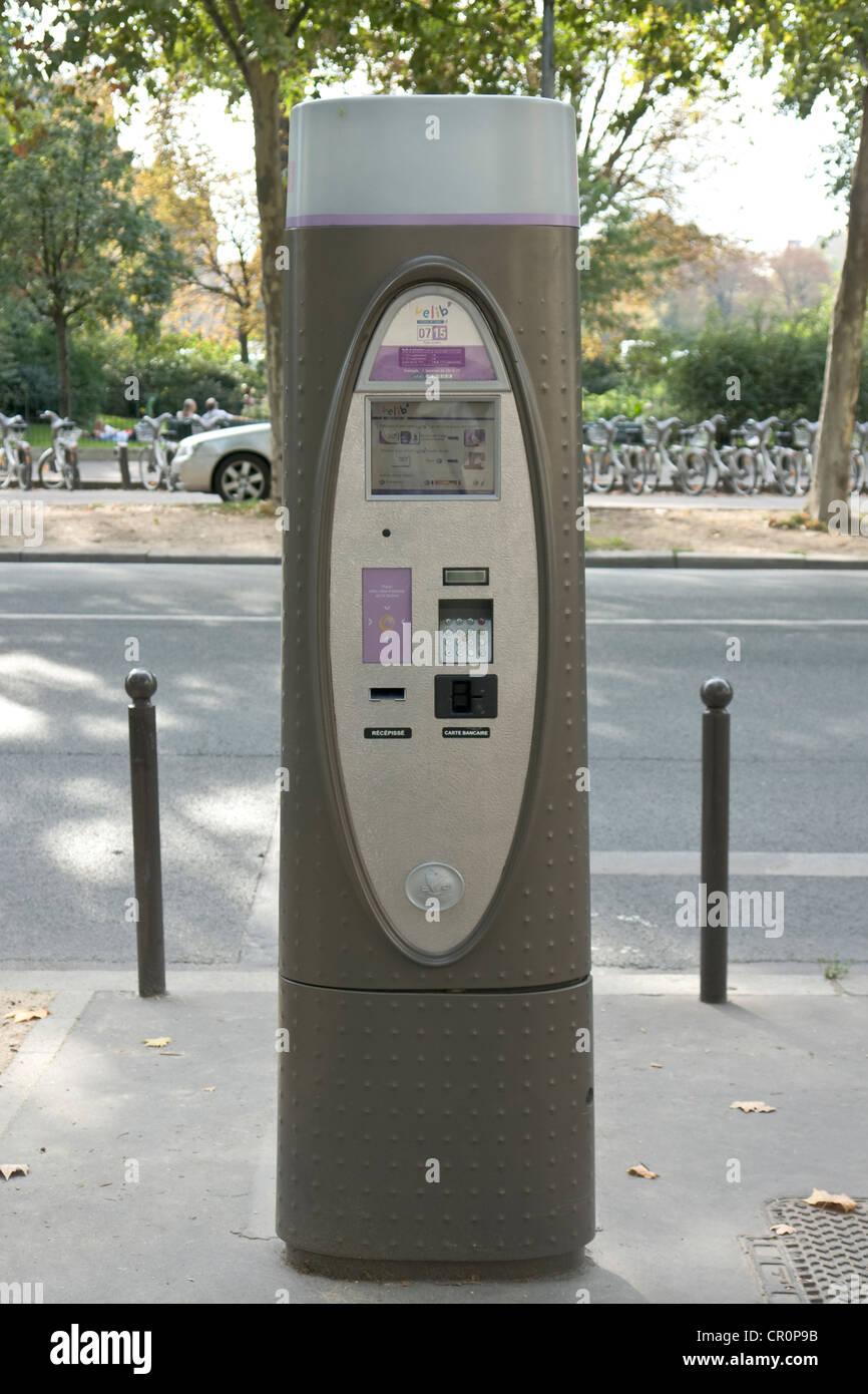Modern parking meter in Boulevard des Invalides, Paris, France. - Stock Image