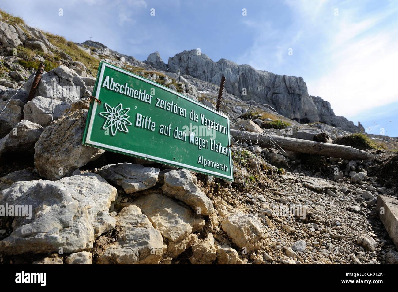 Sign 'Abschneider zerstoeren die Vegetation', German for 'cutters destroy the vegetation', Karwendel - Stock Image