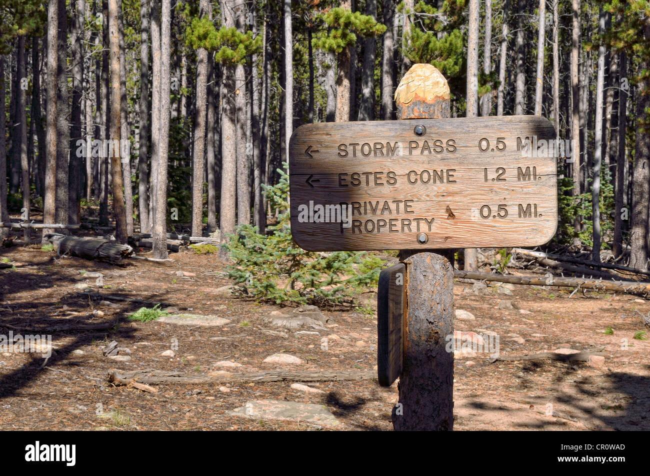 Signpost on the hiking trail to Eugenia Mine, Estes Park, Rocky Mountain National Park, Colorado, USA - Stock Image