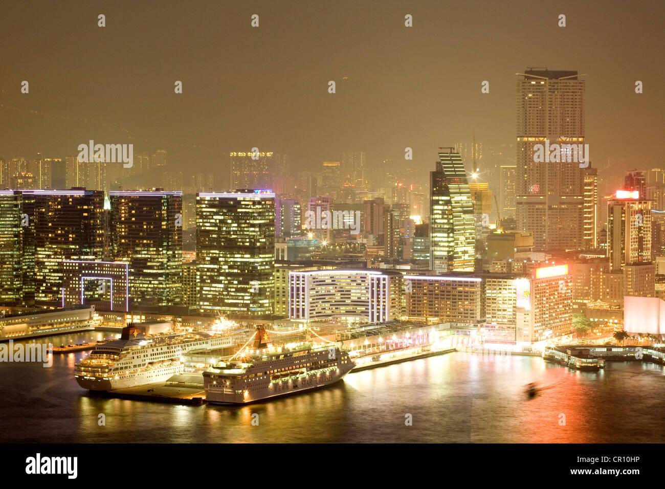China, Hong Kong, Tsim Sha Tsui, Gateway Blvd, ferries harbour station - Stock Image