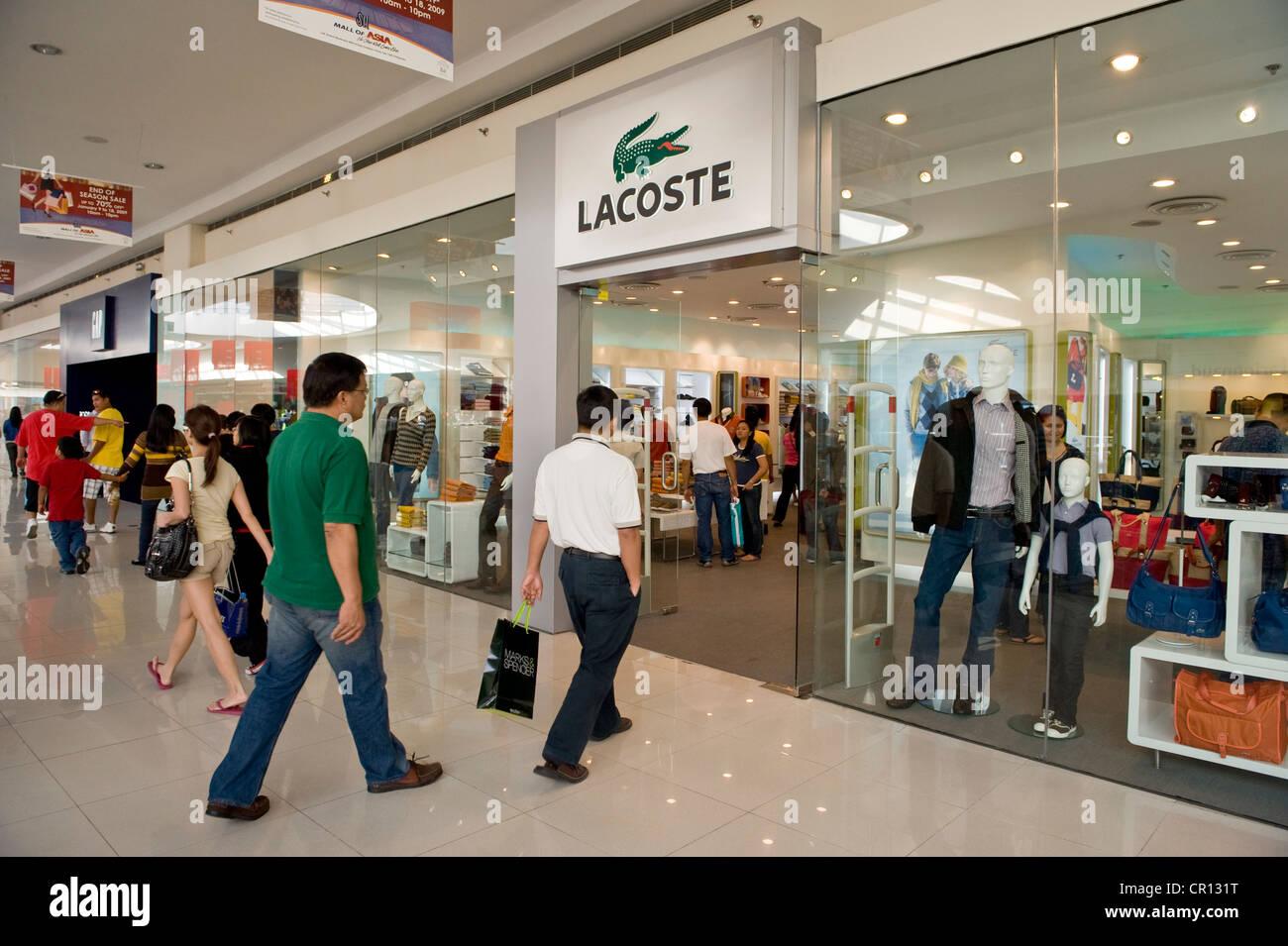 0d4c750951b77e Lacoste Boutique Stock Photos   Lacoste Boutique Stock Images - Alamy