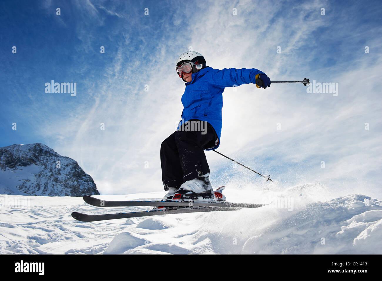 Boy skiing on snowy mountainside - Stock Image