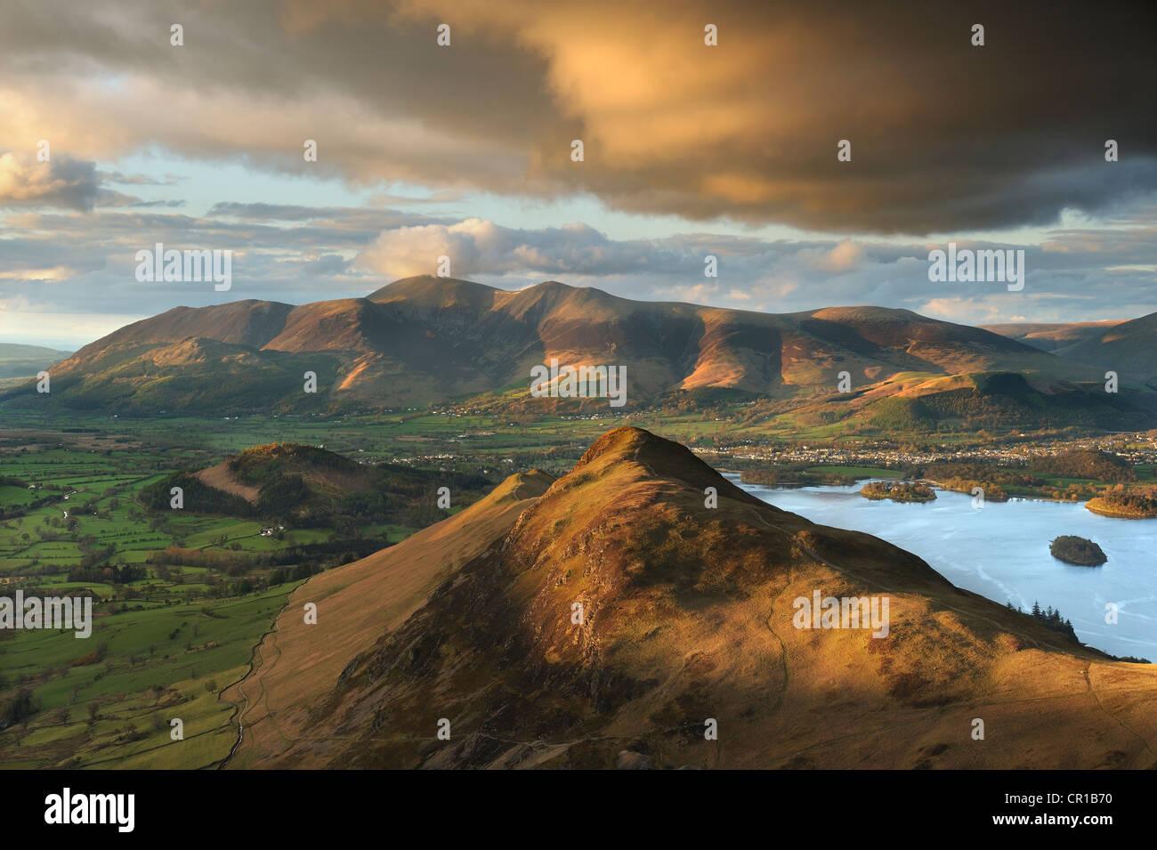 Golden light hitting Catbells and the Skiddaw range at sunset. Lake District, UK. - Stock Image