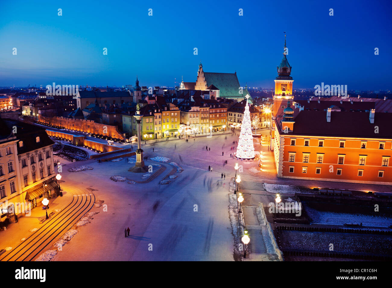 Poland, Warsaw, Castle Square, Sigismund's Column and Royal Castle in Christmas time - Stock Image