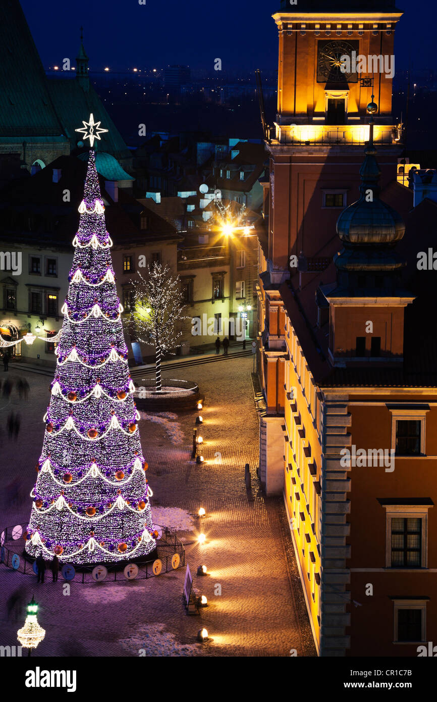 Poland, Warsaw, Castle Square, Royal Castle in Christmas time - Stock Image