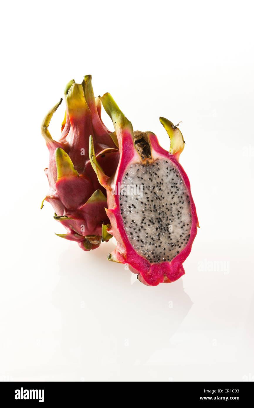 Red pitaya or dragon fruit (Hylocereus undatus) - Stock Image