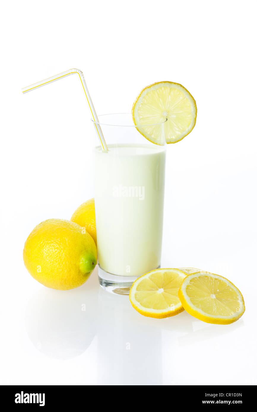 how to cut a lemon