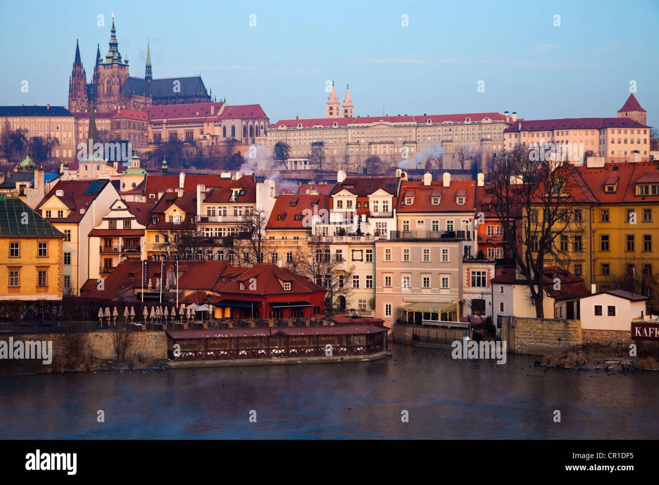 Czech Republic, Prague, View over Vltava River towards Prague Castle in early morning - Stock Image