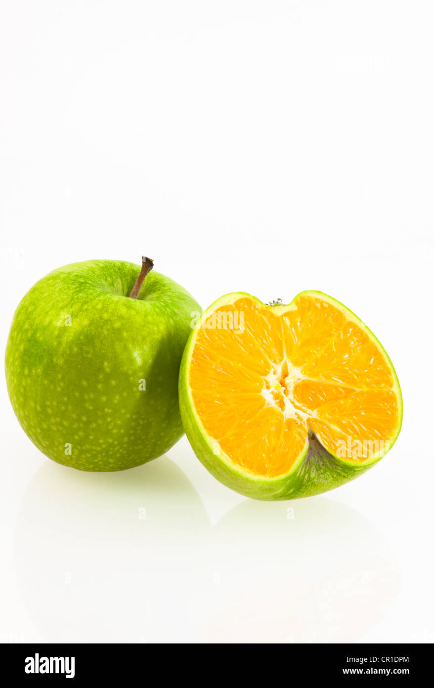 Cross between an apple and an orange, symbolic image for genetically modified fruit - Stock Image