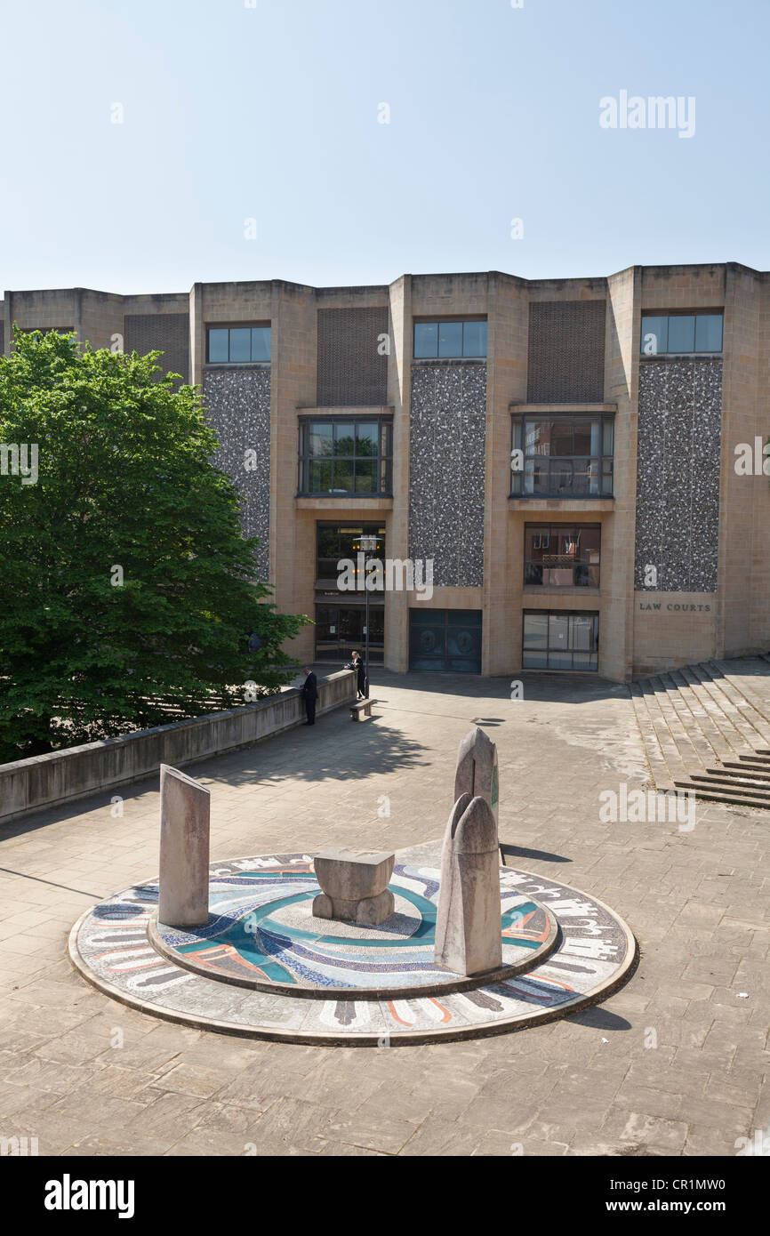 Hampshire Jubilee Sculpture outside Winchester Crown Court law courts - Stock Image