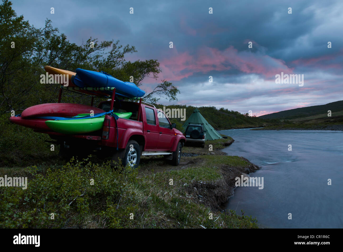 Canoes on truck bed by rural river Stock Photo