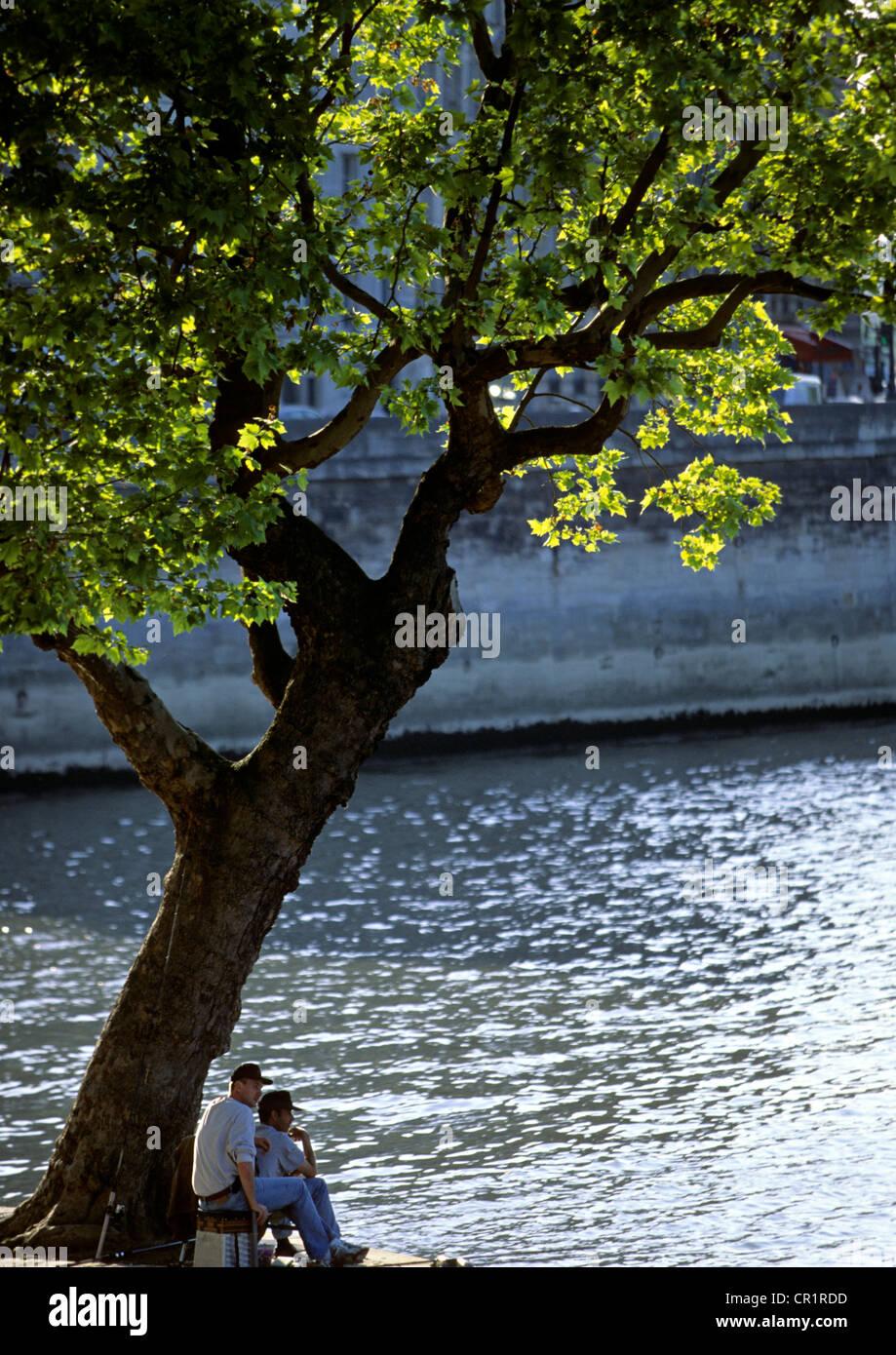 France, Paris, Ile St Louis, fishermen - Stock Image