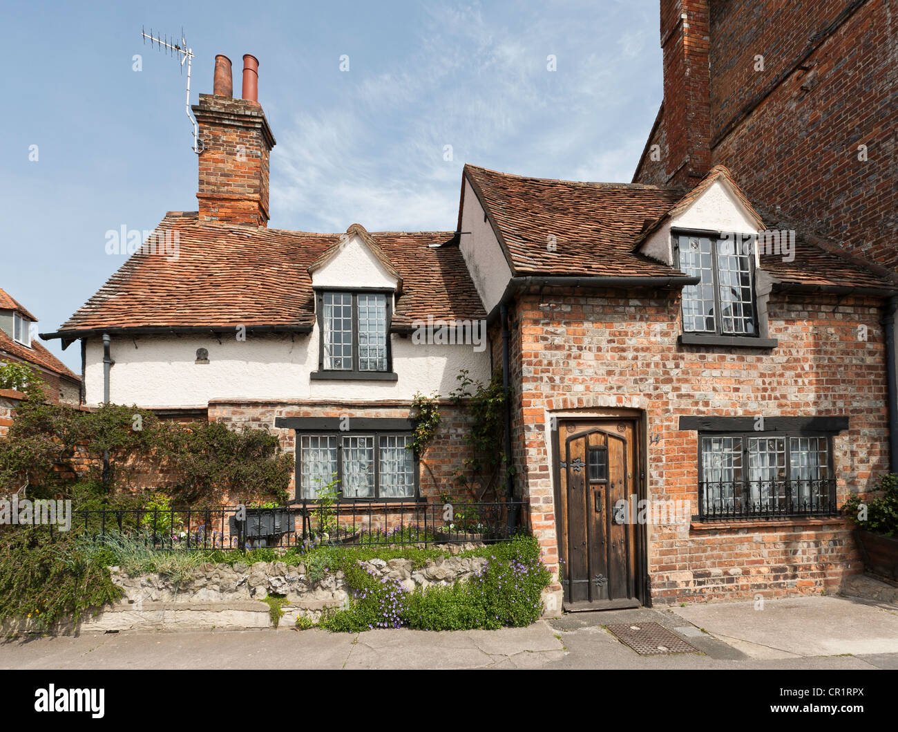 Old pretty cottage, Upper High Street, Thame, Oxfordshire, England - Stock Image