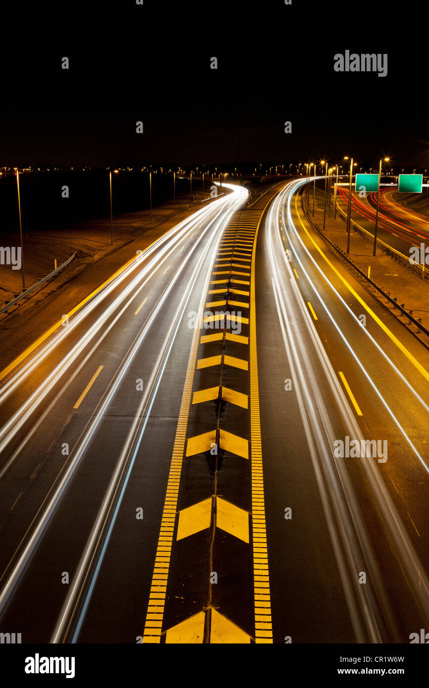 Time-lapse view of traffic on highway - Stock Image