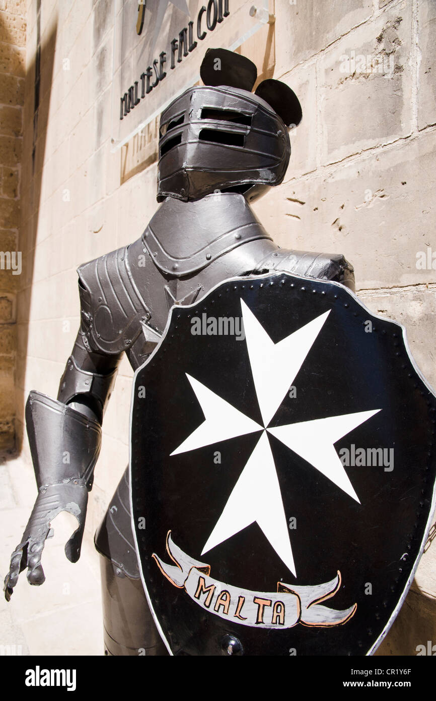 Kinght's harness in front of souvenir shop in Mdina, Malta - Stock Image