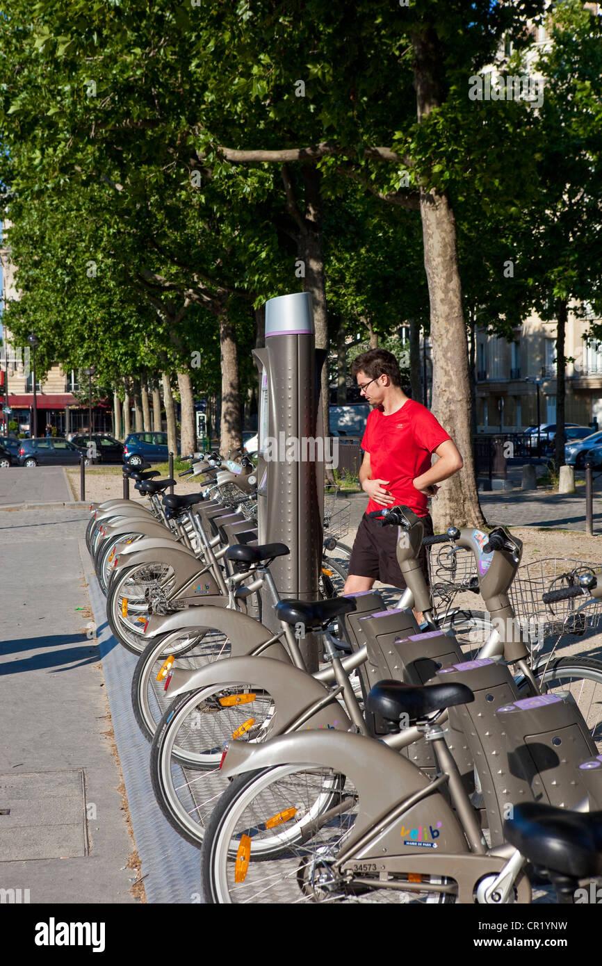 France, Paris, Velib, bike rental freely available - Stock Image