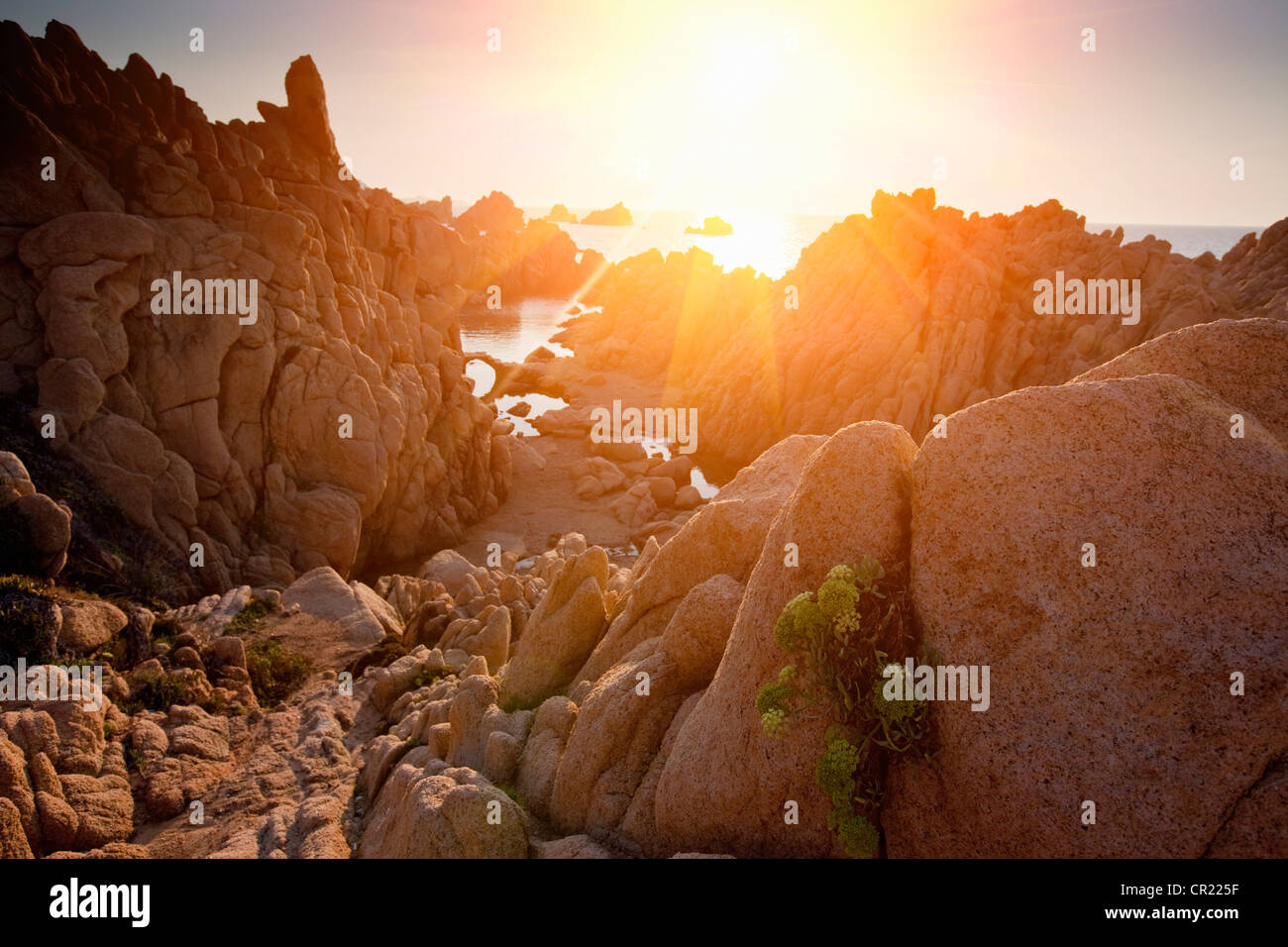 Sun shining through rock formations - Stock Image