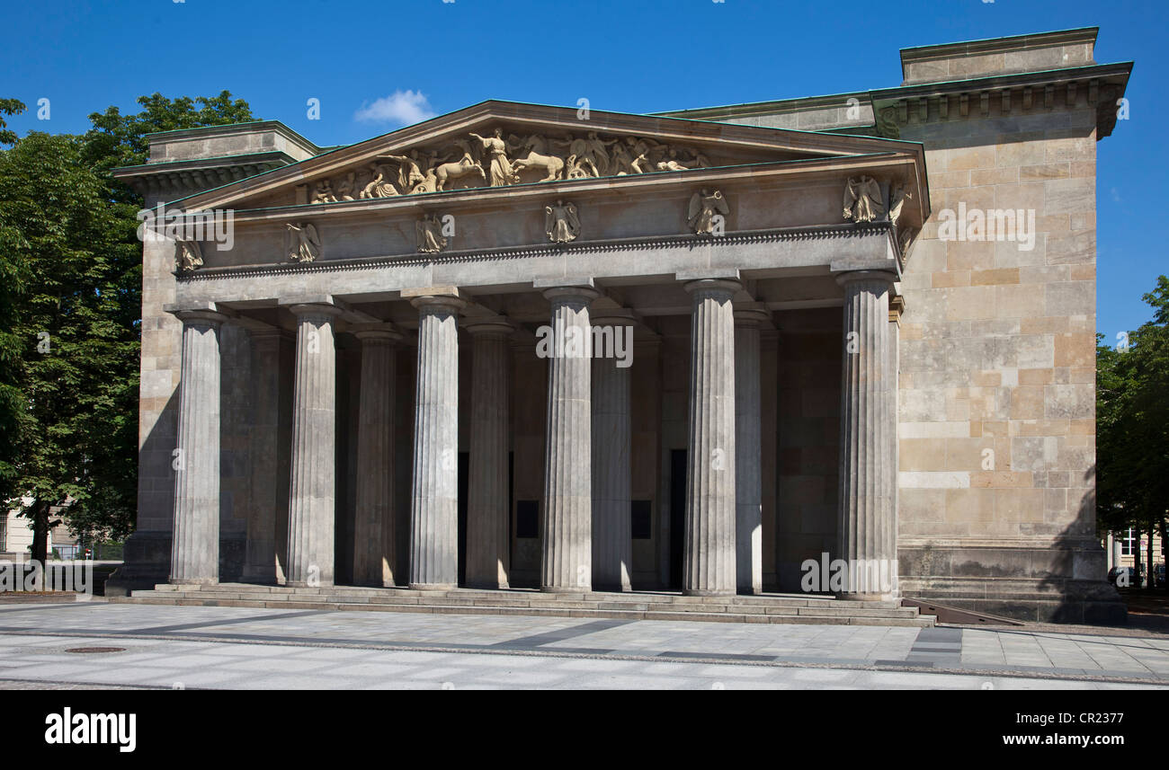 Columned building with courtyard - Stock Image