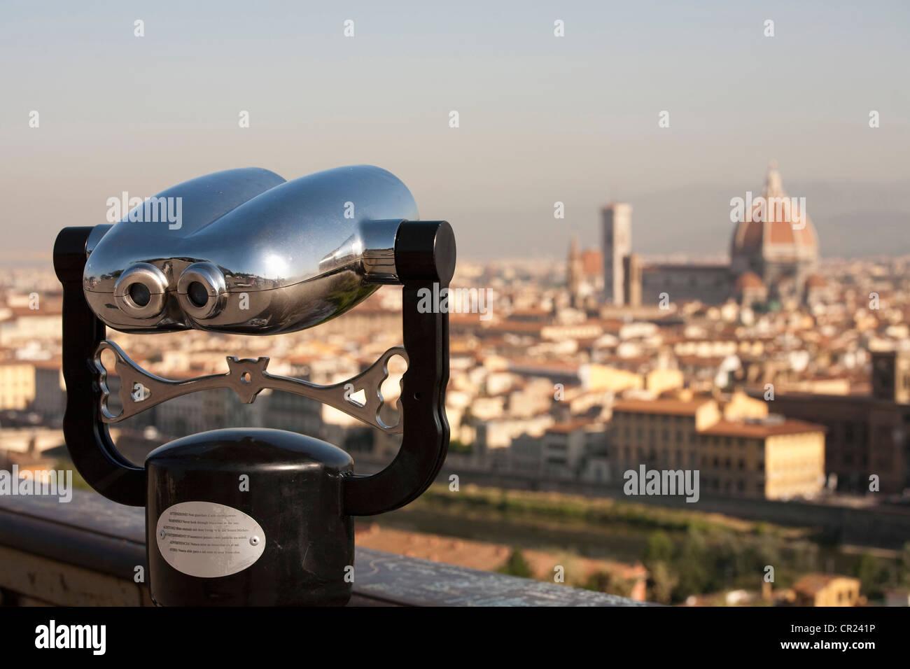 Binoculars overlooking cityscape - Stock Image
