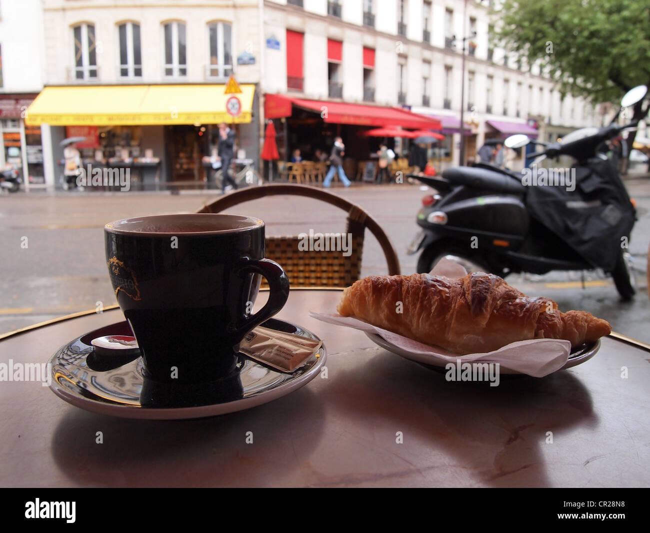 Petit Déjeuner Paris Cafe Stock Photos Petit Déjeuner Paris Cafe - Paris cafe table
