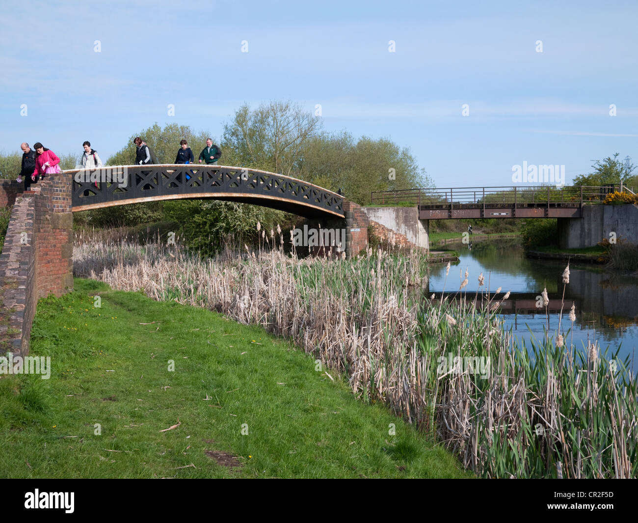 'Dudley Trail' walkers on the Dudley Canal near Netherton in the Black Country, West Midlands - Stock Image