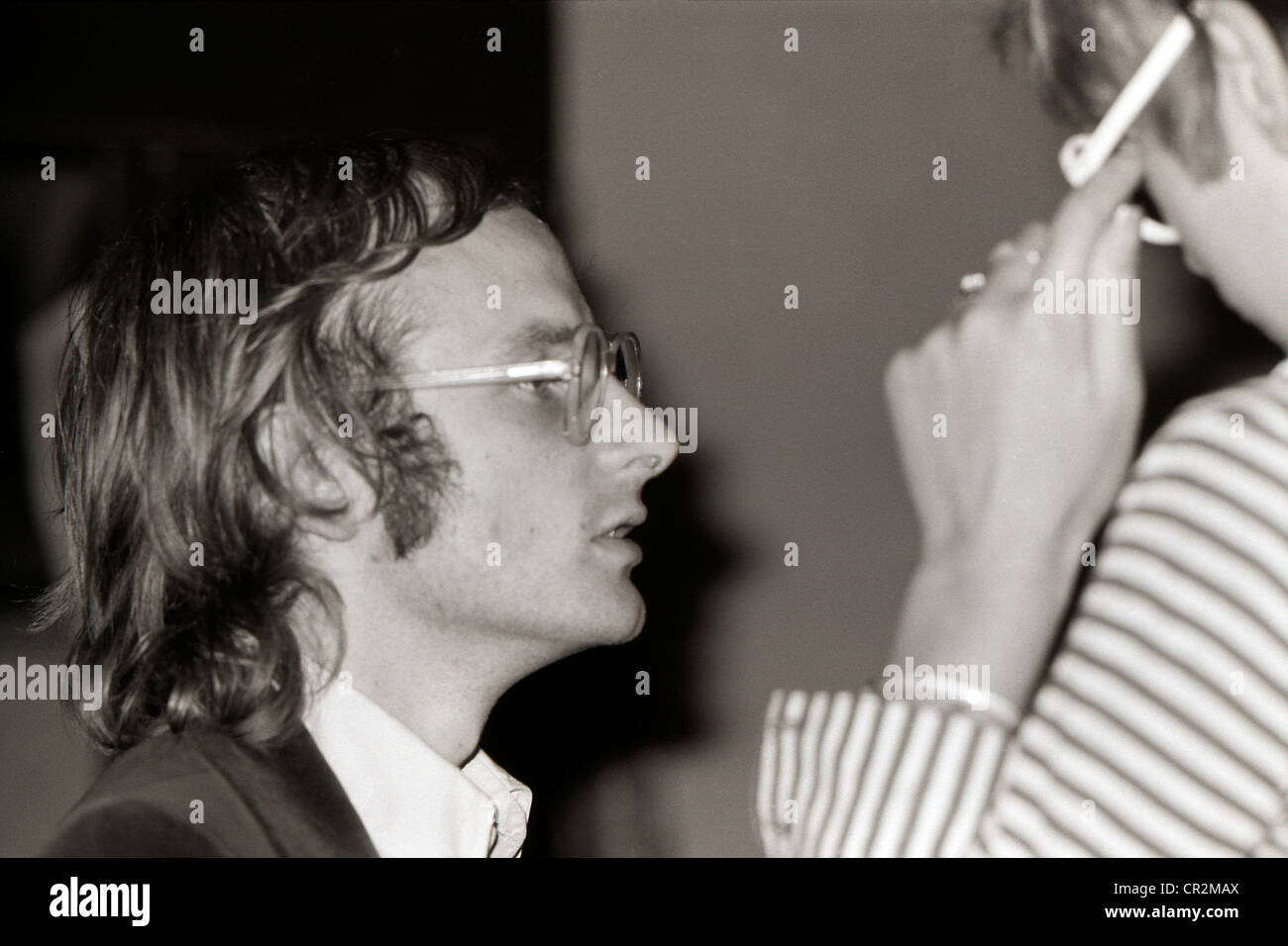 Architectural journalist Peter Murray talking to Janet Street-Porter at the ICA Summer Session, London England 1972 - Stock Image