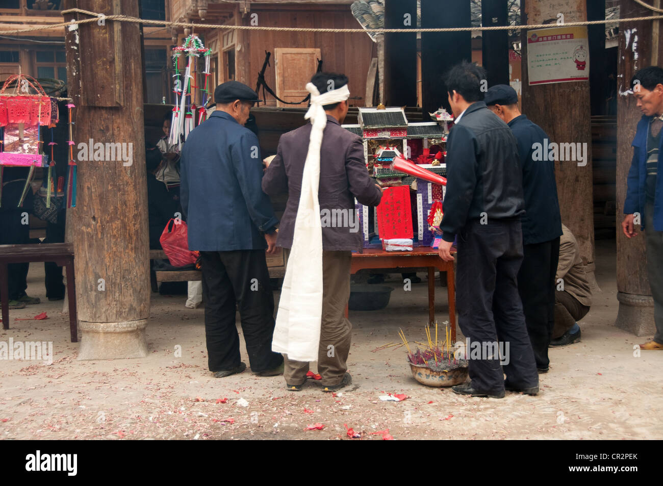 Men making offerings during a funeral rite, Zhaoxing Dong Village, Southern China Stock Photo