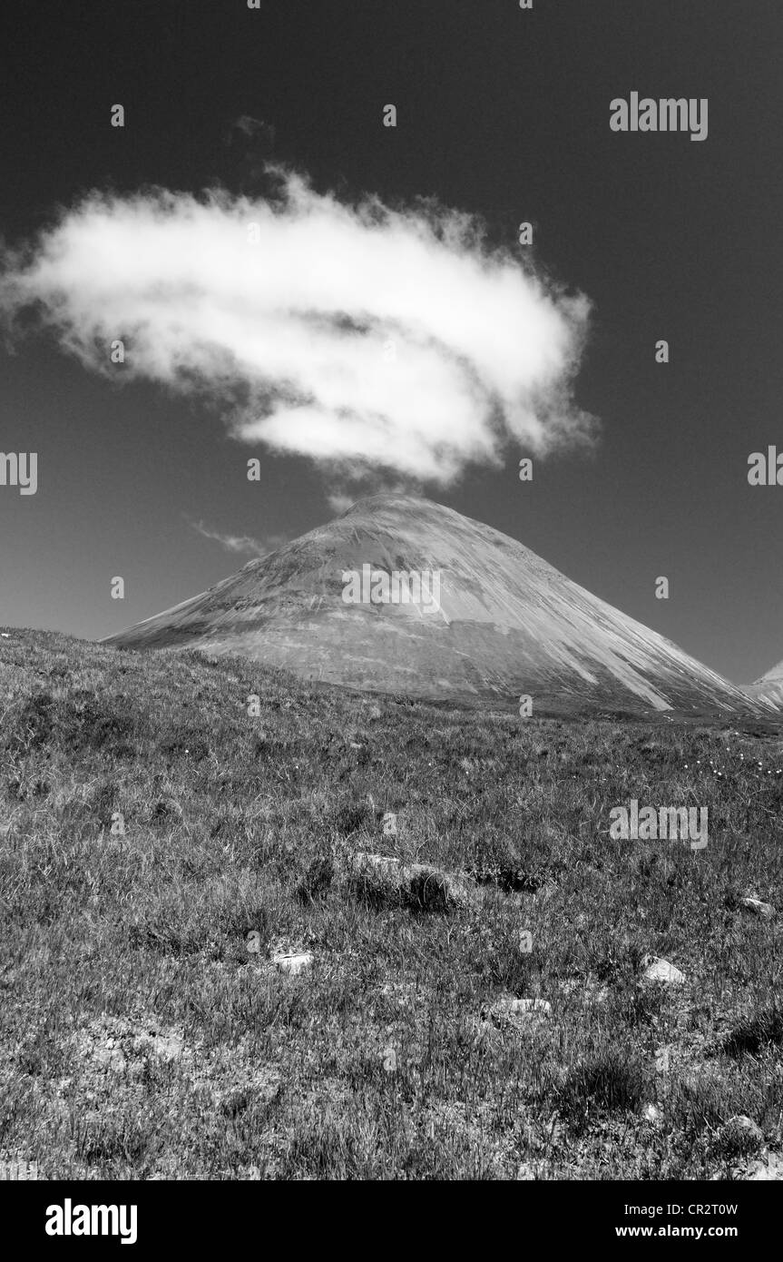 Dramatic plume of cloud above Glamaig, mountain on the Isle of Skye, Inner Hebrides, Scotland - Stock Image