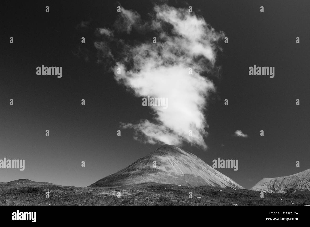 Plume of cloud above Sgurr Mhairi, Glamaig, Isle of Skye, Inner Hebrides, Scotland - Stock Image