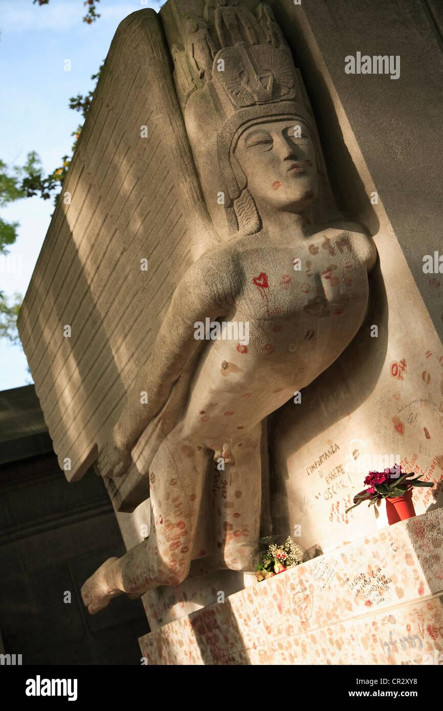 France, Paris, Pere Lachaise cemetery, Oscar Wild (1854-1900) sepulchre - Stock Image