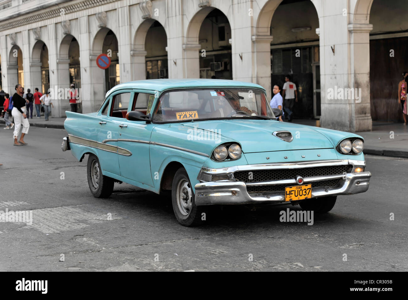 Taxi, vintage Ford car from the 50s in the centre of Havana, Centro
